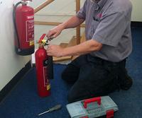 Монтаж на прахови пожарогасители